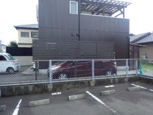 西日を遮るフェンス工事
